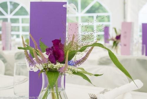 Blomsterdekor på ett bröllop